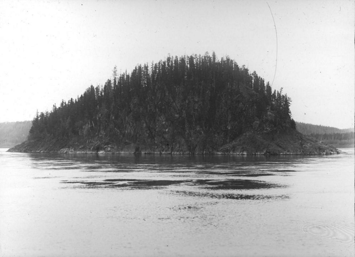 18 сентября 1914. Общий вид на остров Кораблик на реке Енисей