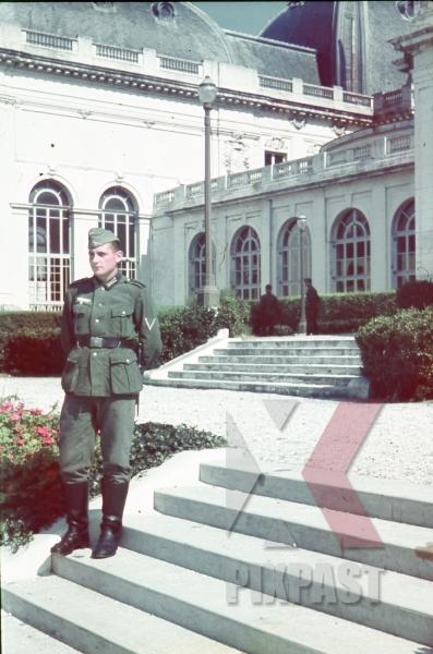 stock-photo-german-soldier-french-villa-captured-france-1940-9518.jpg