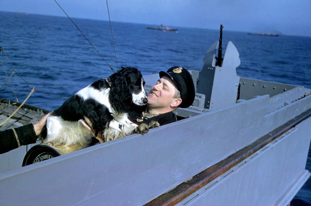 Wonderful Colour Photographs of World War II by Robert Capa (64).jpg