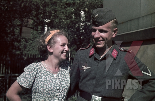 stock-photo-german-airforce-flak-anti-aircraft-soldier-in-uniform-visit-sister-in-ginzling-austria-1939-7891.jpg