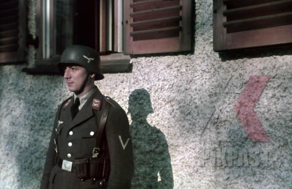 stock-photo-vienna-austria-1940-luftwaffe-flak-officer-helmet-portrait-awards-medals-ammunition-belt--9916.jpg