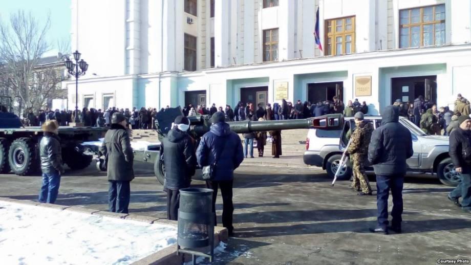 Иловайских школьников призвали быть достойными «героя» группировки «ДНР» «Гиви»