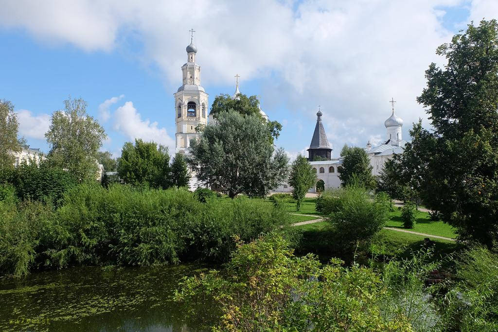 Свято-Прилуцкий монастырь в Вологде, пруд