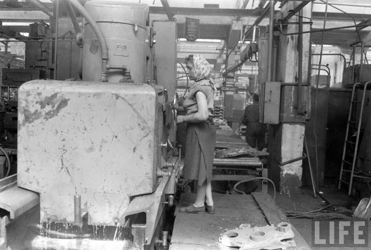 СССР глазами иностранцев: Минский тракторный завод - 1960.