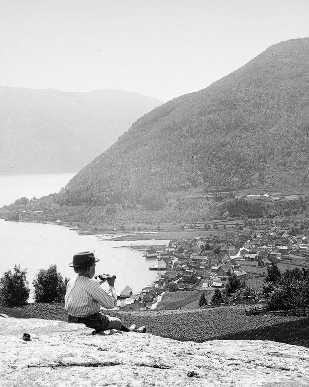 Портреты норвежцев на фоне эпических пейзажей, снятые в 1900 году (18 фото)