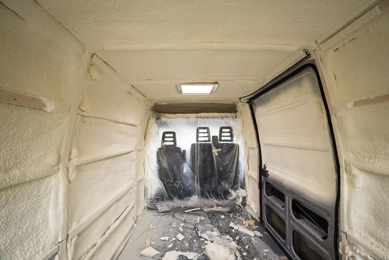 Для максимальной термоизоляции на кузов фургона изнутри нанесен 5-сантиметровый слой пенополиуретана