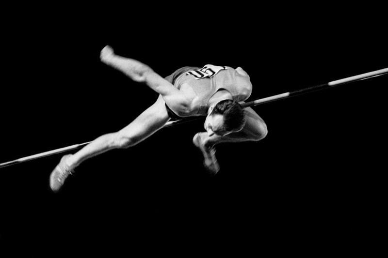 Рекордный прыжок Валерия Брумеля. 1963 год. Фотограф: Александр Птицын.