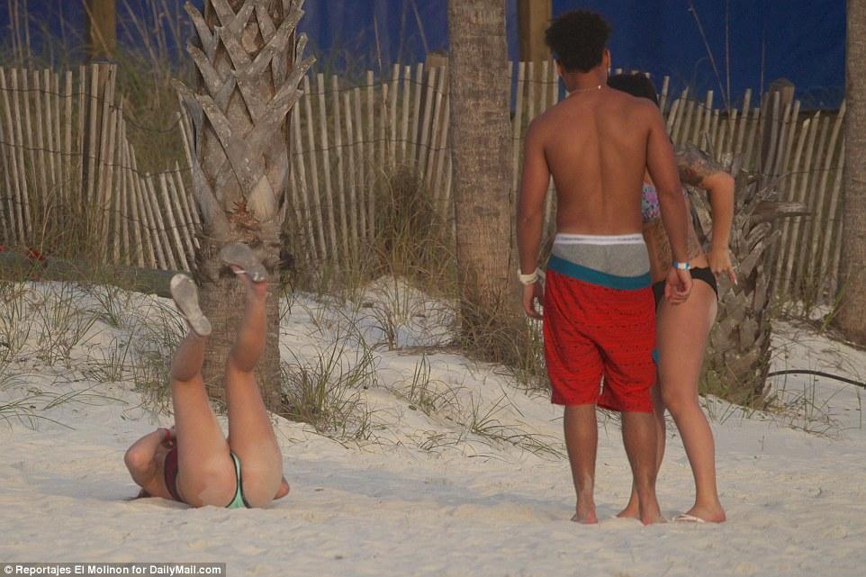 Пьянки, танцы голышом и аресты: как в США проводят весенние каникулы