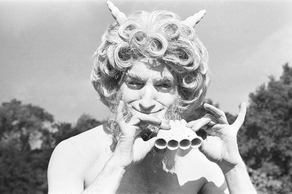 Музыкальные инструменты Общественные опасения по поводу сатанинских ритуалов в 1980-е были во многом