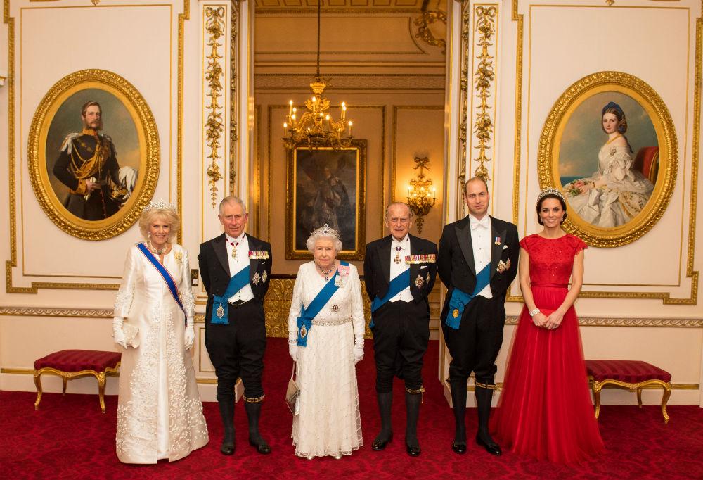 Отмечать Рождество в сугубо семейном кругу Традиционно все члены королевской семьи каждый год встреч