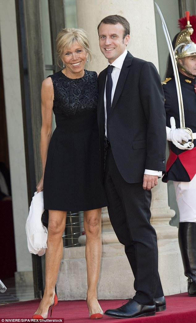 Они поженились в 2007 году, на тот момент Бриджит год была в разводе. Макрон в это время был замести