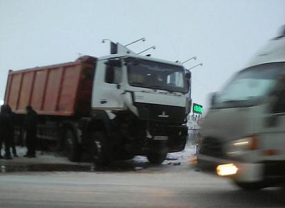 Натрассе Ростов— Волгодонск втройной трагедии  погибли два человека