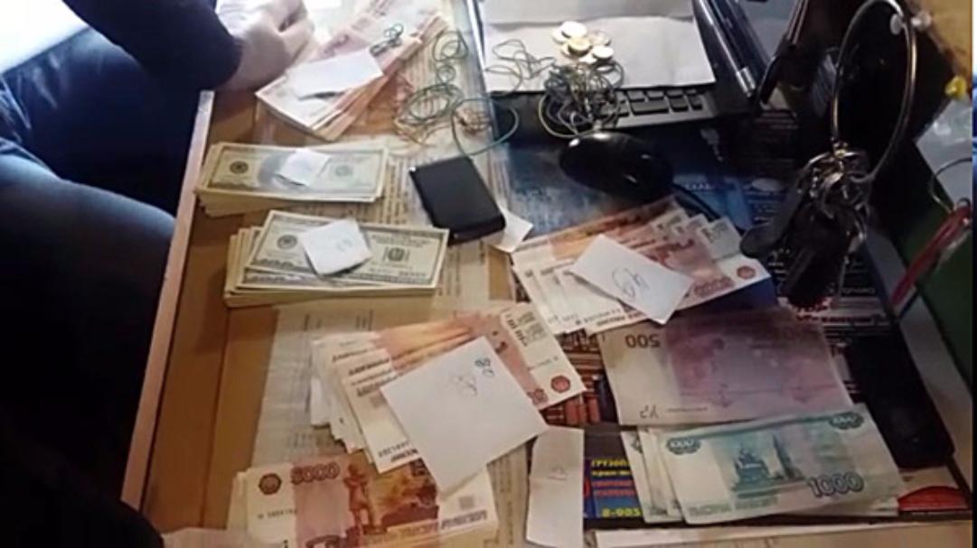 Полицейские Татарстана задержали сбытчиков крупной партии поддельных 5-тысячных купюр