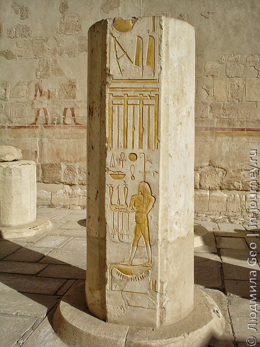 колонна с иероглифами храм Хатшепсут