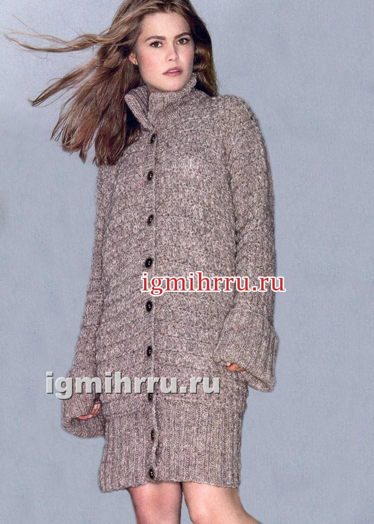 Меланжевое пальто с воротником-стойкой и широкими резинками. Вязание крючком