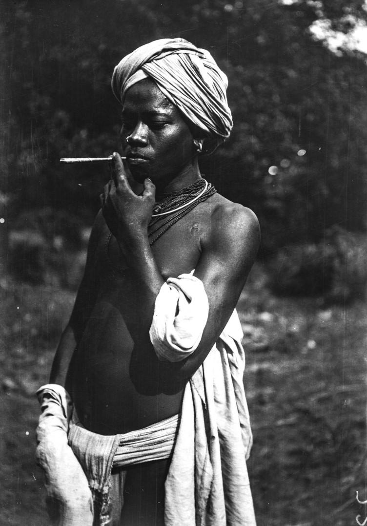 783. Орисса. Портрет молодого человека курящего биди