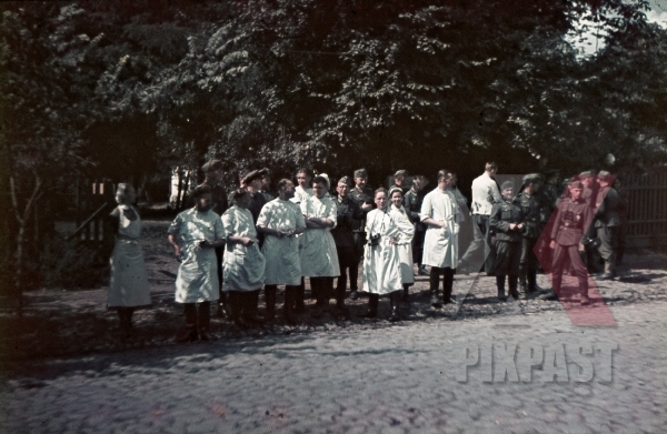 stock-photo-ww2-color-ukraine-1942-german-military-hospital-doctors-soldiers-nurses-summer-7988.jpg