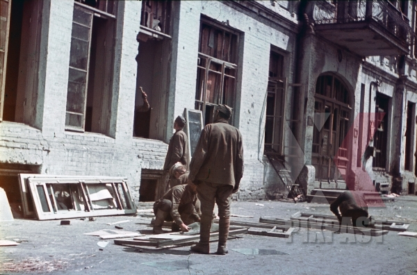 stock-photo-ww2-color-ukraine-kharkov-russian-military-pow-soldiers-repair-windows-in-captured-government-building-for-germans-7982.jpg