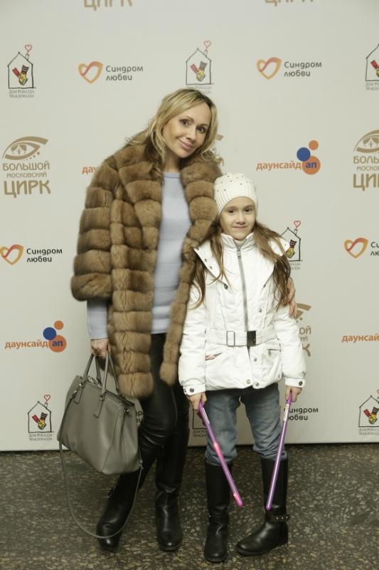 Мария Бутырская с дочерью.JPG