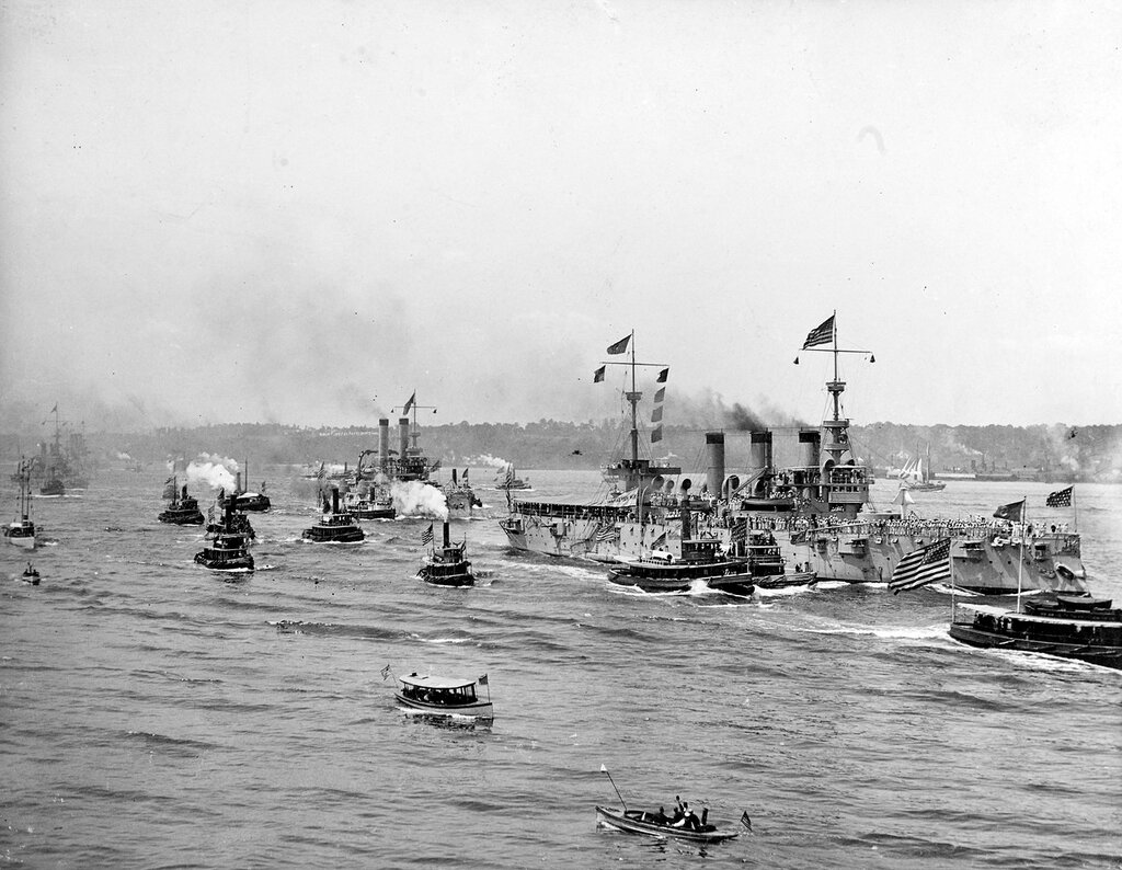 Fleet Review in New York Harbor аfter the Spanish-American War, 21 August 1898. Ships R-L - USS NEW YORK (CA-2), USS IOWA (BB-4), USS OREGON (BB-3), and USS BROOKLYN (CA-3).