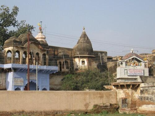 Остатки древнего храма - чудом сохранились