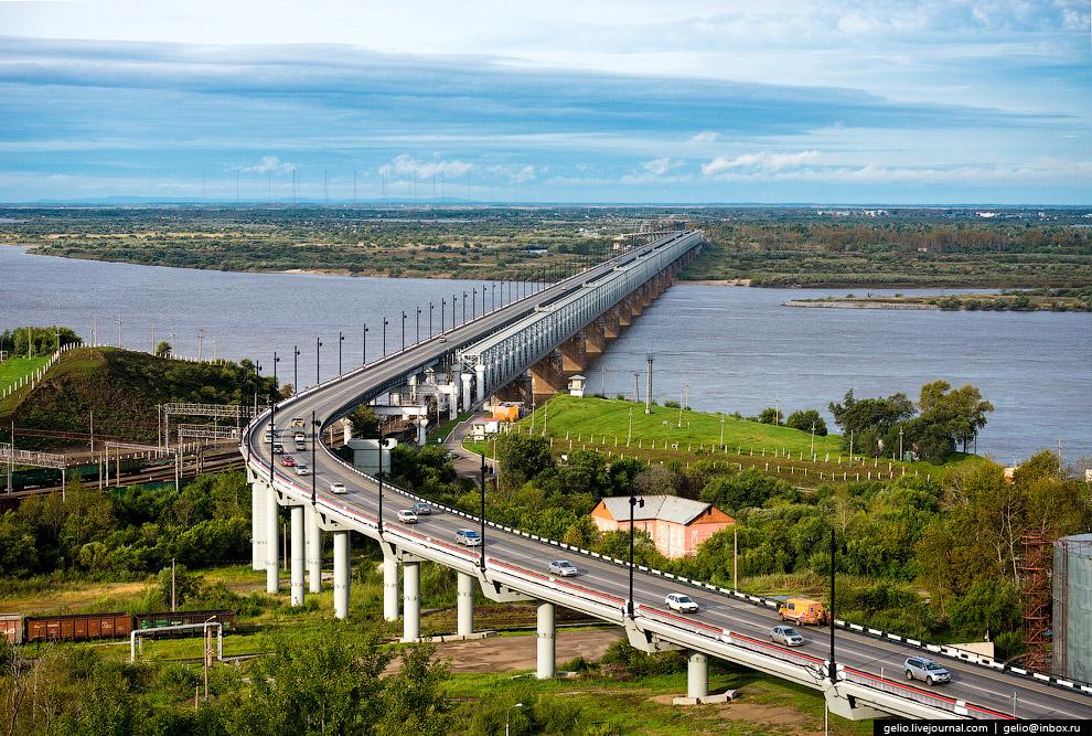 25. Кстати, железнодорожный мост ЧЕРЕЗ Амур дублирует другое уникальное сооружение — однопутный