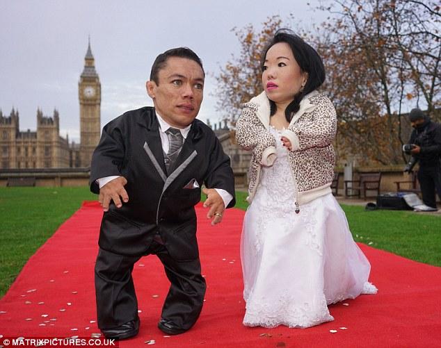 Большой день для маленьких людей: самая низкорослая пара в мире наконец поженилась