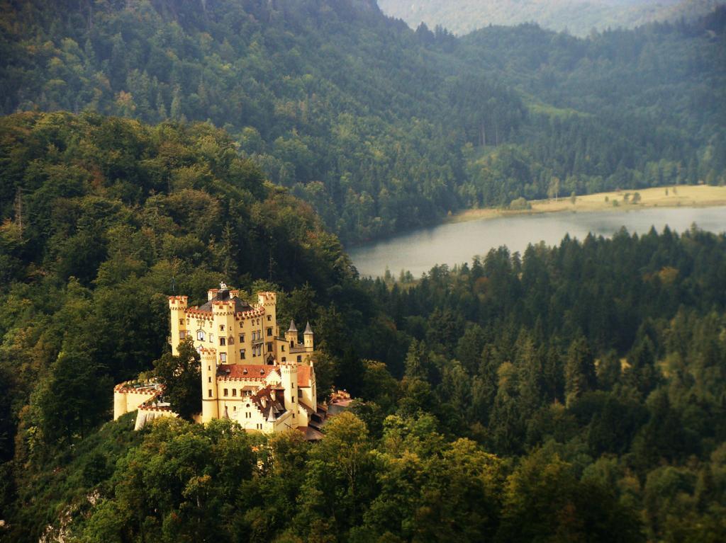 7 место. Хоэншвангау. Расположен в Баварии близ города Фюссен. Расположен в Хонау в земле Баден-