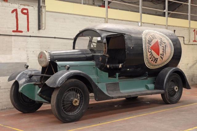 Автомобиль XK2120 Это третий сохранившийся автомобиль-бутылка, 1921года постройки.