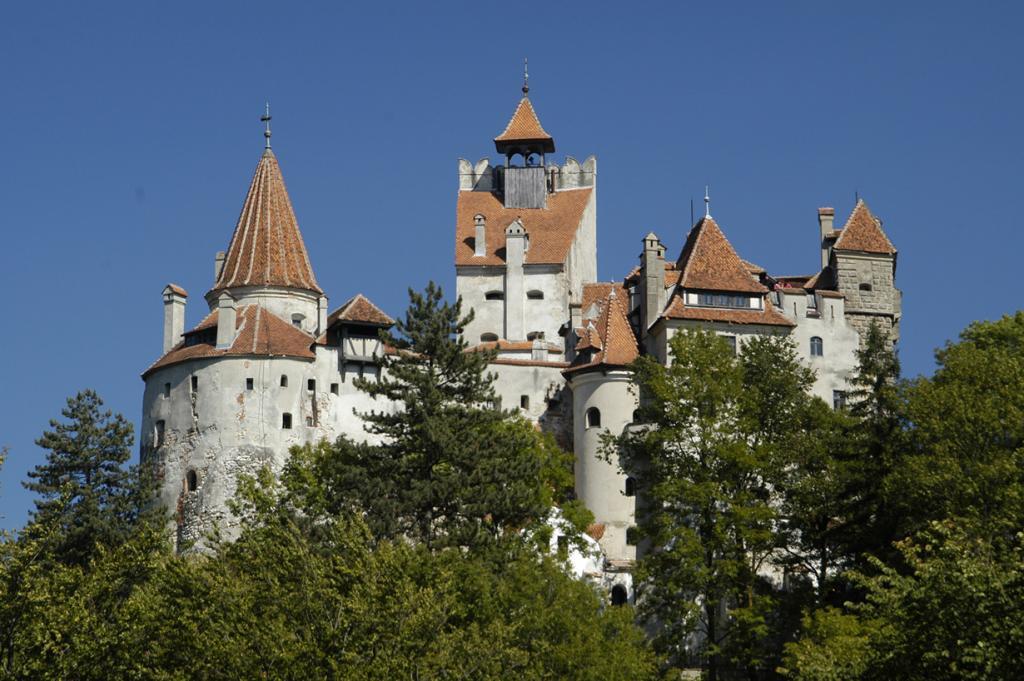 Замок Бран — обитель нечисти (11 фото)