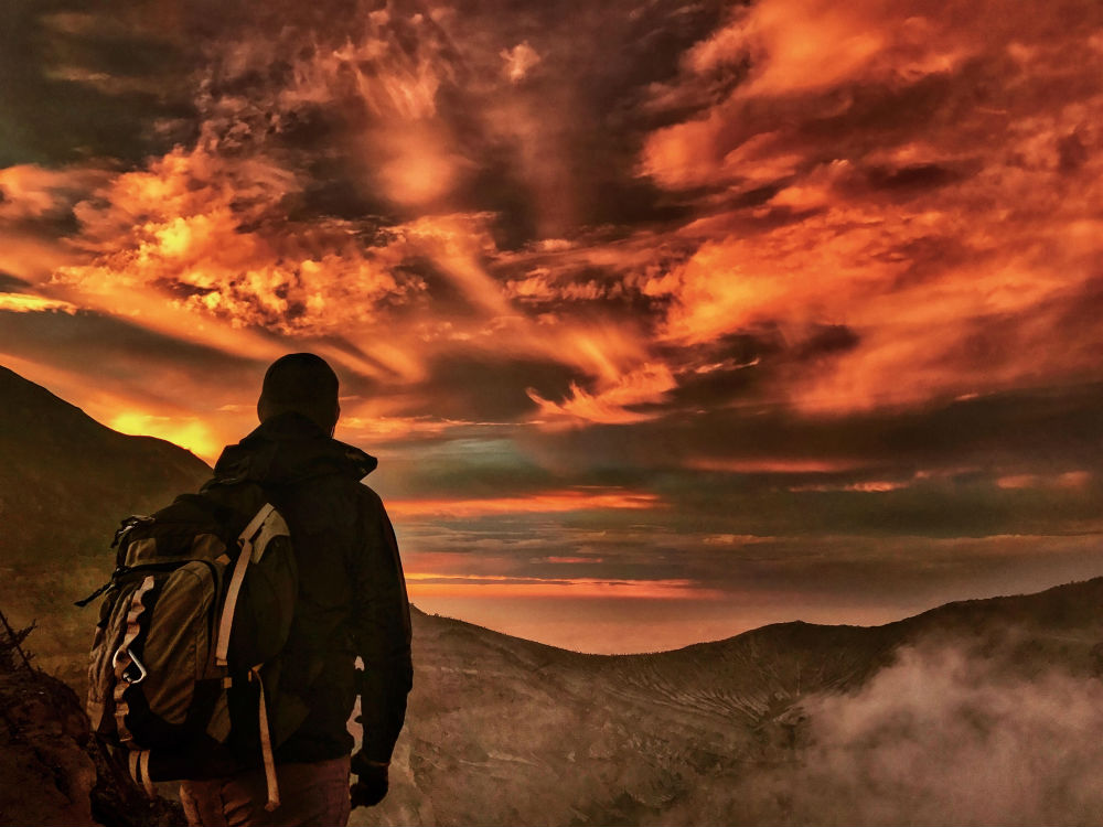 Рубен Ву из Чикаго приехал на остров Ява, чтобы заснять 130 вулканов на рассвете.