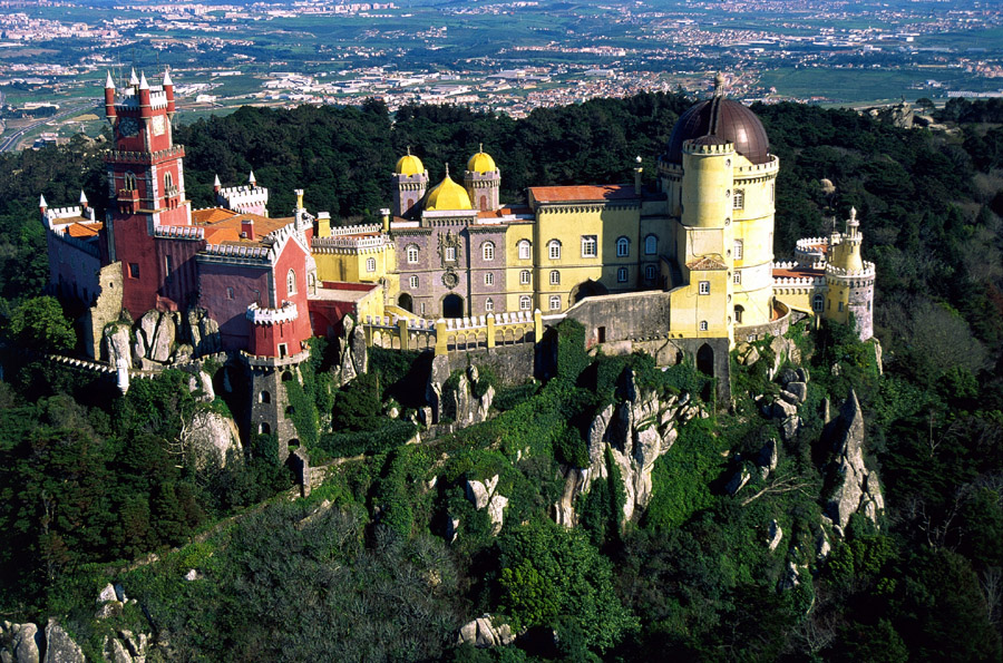 Год появления: 1840. В Португалии дворец Пена считается достопримечательностью государственного знач