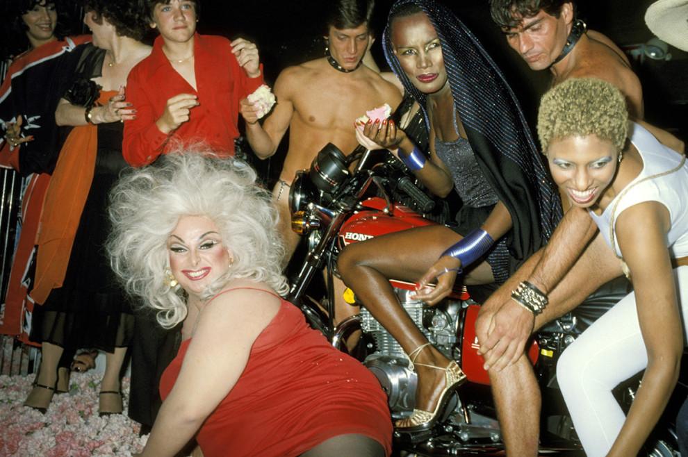 Американский актер Харрис Глен Милстед, выступающий в женском образе под псевдонимом Дивайн (слева в