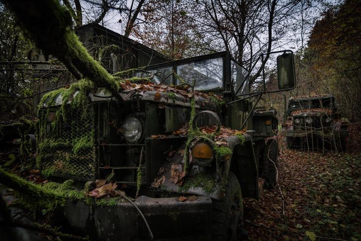 1. Трактор Катерпиллер закончил свой век в красивом месте. (Фото Robert Kahl):