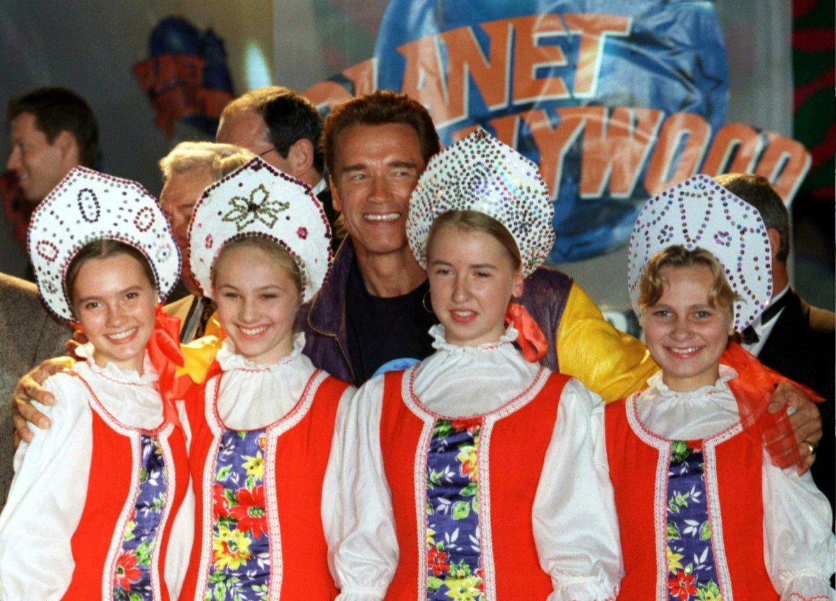 Арнольд Шварценеггер на открытии ресторана «Планета Голливуд» в Москве, сентябрь 1996 года.