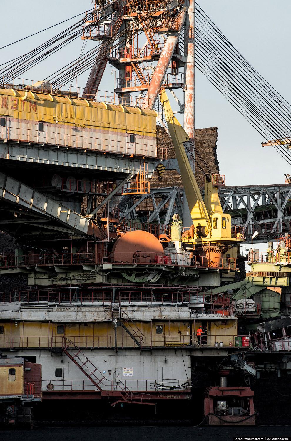 5. Масса экскаватора — около 4000 тонн. Столько же весили, к примеру, более 2500 популярных в с