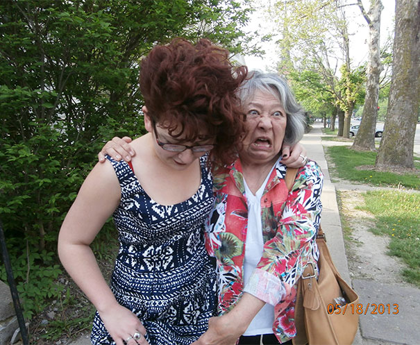 Когда бабушка обнаружила тату на ноге внучки.