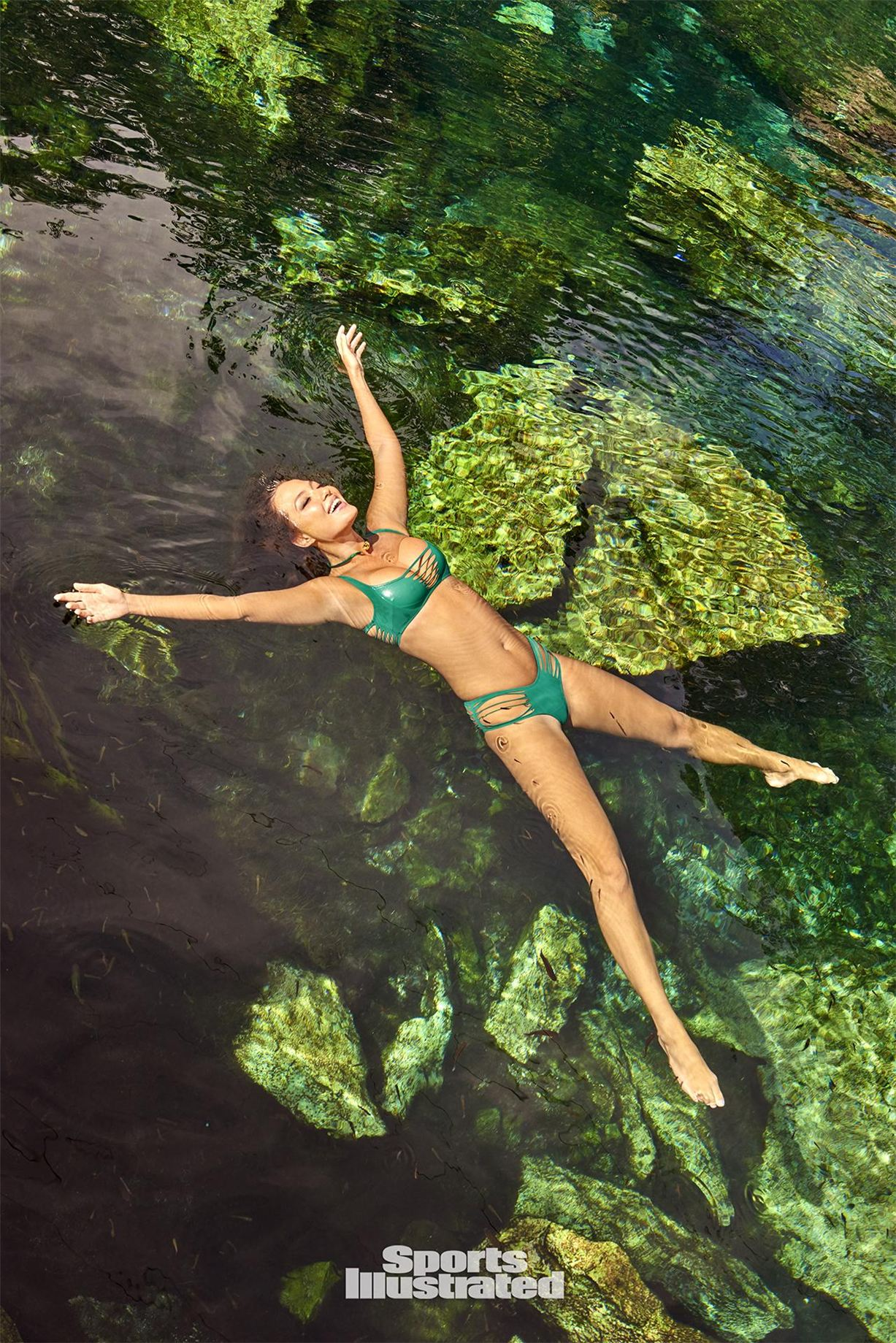 В 2016 году Мия стала победителем в конкурсе SI Swimsuit Model Search, а буквально недавно ее фото п