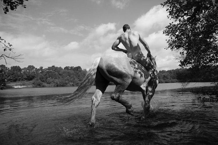 Почему этот художник любит бегать с лошадьми по полям в чем мать родила