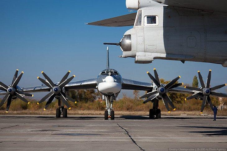 Бомбардировщик называют стратегическим , если он обладает дальностью действия свыше 5 000 км и