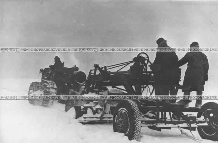 Работа грейдера на трассе. 1942 г.