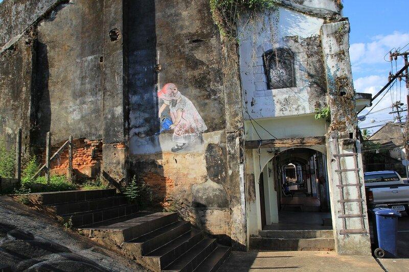 Граффити на стене в Такуа Па, Таиланд