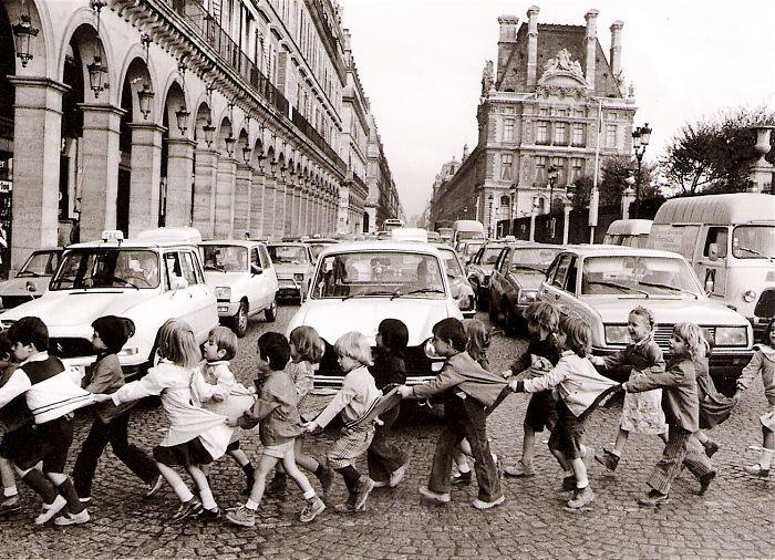 historical-children-playing-photography-38-589dbf240c2af__700.jpg