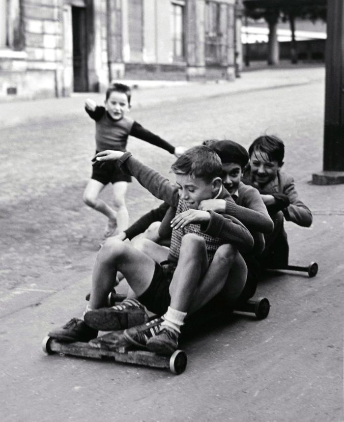 historical-children-playing-photography-58a4658a2a2aa__700.jpg