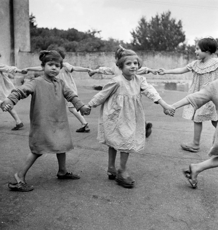 historical-children-playing-photography-58a46586f1783__700.jpg