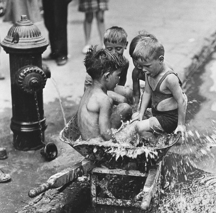 historical-children-playing-photography-94-58ac1a183f07d__700.jpg