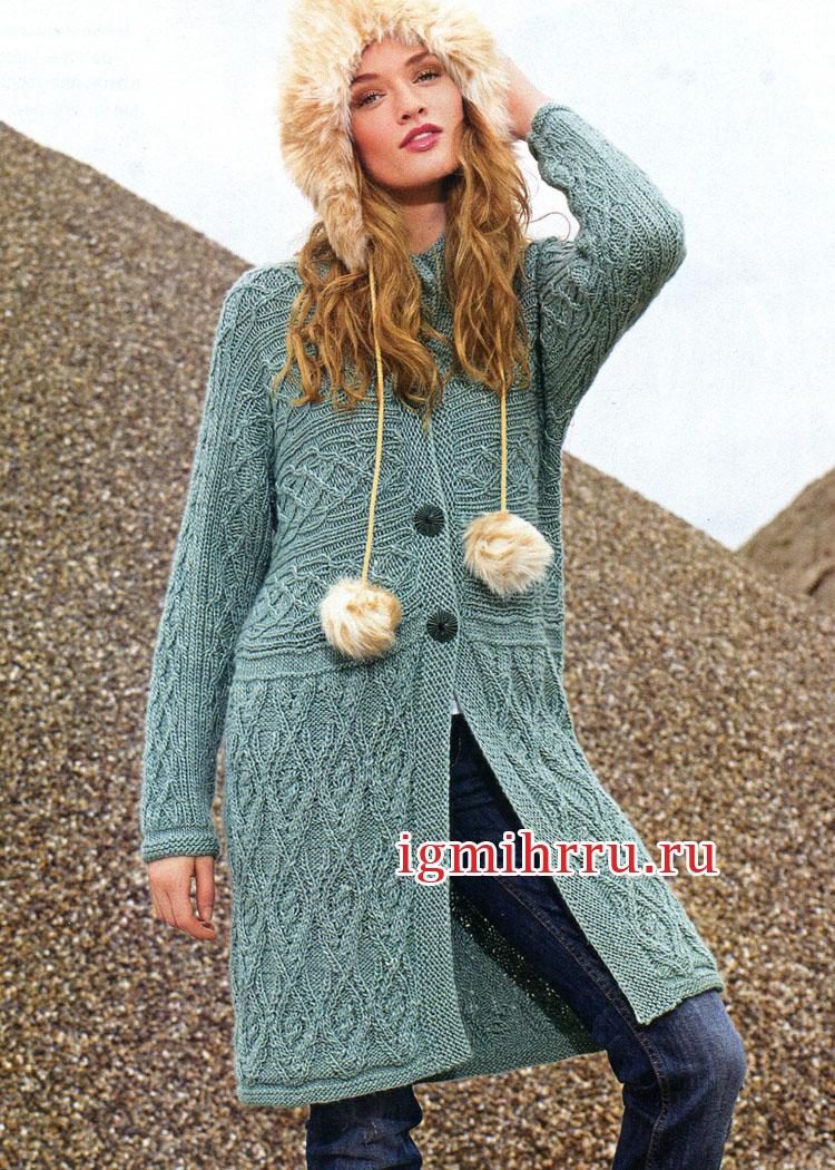 Пальто с выразительными арановыми узорами. Вязание спицами