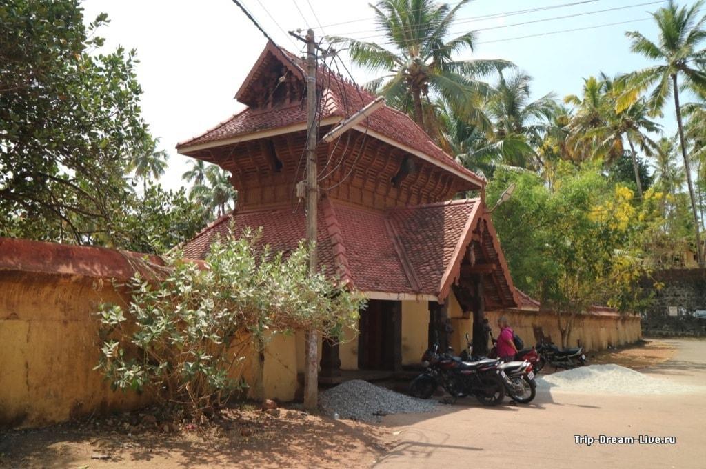 Другой вход в Храм Джанардана Свами
