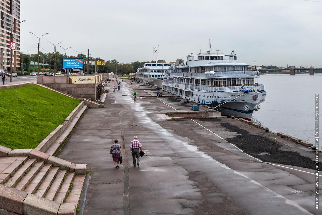 4 августа 2016 года 17:14 теплоход Две столицы у причала речного вокзала Санкт-Петербурга
