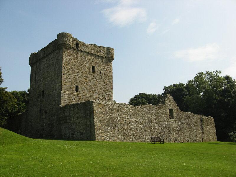 Lochleven_west_wall.JPG